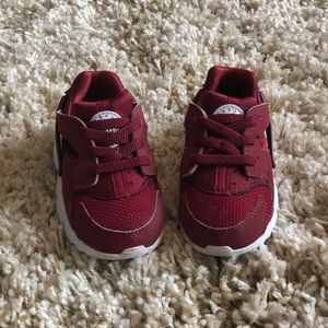 Red Huaraches by Nike for kids!